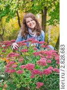 Купить «Девушка с цветами», фото № 2828683, снято 29 сентября 2011 г. (c) Майя Крученкова / Фотобанк Лори