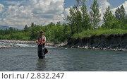 Ловля рыбы на нахлыст. Стоковое видео, видеограф Андрей Воскресенский / Фотобанк Лори