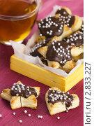 Купить «Печенье из слоёного теста в шоколадной глазури с посыпкой», эксклюзивное фото № 2833227, снято 18 августа 2011 г. (c) Александр Курлович / Фотобанк Лори