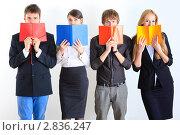 Купить «Студенты с книгами», фото № 2836247, снято 4 апреля 2020 г. (c) Александр Макаров / Фотобанк Лори