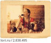 Девочка ест  ложками малиновым вареньем. Чаепитие. Ретро. Стоковое фото, фотограф Моисеева Ирина / Фотобанк Лори