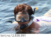 Купить «Женщина плавает в маске с трубкой на море», эксклюзивное фото № 2838991, снято 16 сентября 2011 г. (c) Дмитрий Неумоин / Фотобанк Лори