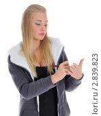 Купить «Девушка что-то записывает на ладони», фото № 2839823, снято 2 октября 2011 г. (c) Валерий Александрович / Фотобанк Лори