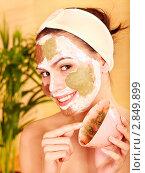 Купить «Красивая молодая женщина с кремом на лице», фото № 2849899, снято 2 июля 2011 г. (c) Gennadiy Poznyakov / Фотобанк Лори