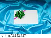 Купить «Поздравительная открытка с зеленым бантом на ткани», фото № 2852127, снято 9 июня 2011 г. (c) Elnur / Фотобанк Лори