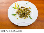 Купить «Салат из зеленой фасоли на тарелке», фото № 2852583, снято 30 августа 2011 г. (c) Elnur / Фотобанк Лори