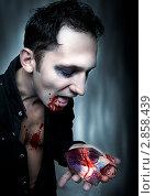 Купить «Сердце в руке вампира», фото № 2858439, снято 24 августа 2011 г. (c) katalinks / Фотобанк Лори