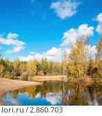 Купить «Осенний пейзаж у лесного озера», фото № 2860703, снято 9 октября 2011 г. (c) Игорь Соколов / Фотобанк Лори