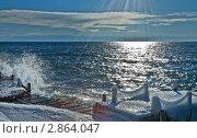 Байкал.  Листвянка. Заледеневший причал. Шторм и солнце (2010 год). Стоковое фото, фотограф Виктория Катьянова / Фотобанк Лори