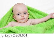 Малыш в полотенце. Стоковое фото, фотограф Алла Ушакова / Фотобанк Лори