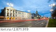 Вечерние огни на проспекте Ленина, вид на консерваторию и мэрию (2011 год). Редакционное фото, фотограф Архипова Мария / Фотобанк Лори