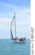 Купить «Белая парусная яхта в море», фото № 2880687, снято 28 мая 2011 г. (c) Анна Мартынова / Фотобанк Лори