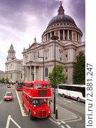 Купить «Собор Святого Павла и двухэтажный автобус в Лондоне», фото № 2881247, снято 20 февраля 2018 г. (c) Losevsky Pavel / Фотобанк Лори