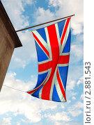 Купить «Английский флаг развевается на ветру на фоне голубого неба», фото № 2881543, снято 13 июня 2010 г. (c) Losevsky Pavel / Фотобанк Лори