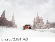 Купить «Снегоуборочная машина работает на Красной площади,между собором Василия Блаженного и Спасской башней Кремля московского Кремля», фото № 2881763, снято 22 февраля 2010 г. (c) Losevsky Pavel / Фотобанк Лори