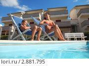 Купить «Красивая женщина с сыном в шезлонгах у бассейна», фото № 2881795, снято 27 июля 2010 г. (c) Losevsky Pavel / Фотобанк Лори