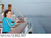 Купить «Девушка стоит на палубе круизного теплохода», фото № 2882307, снято 13 апреля 2010 г. (c) Losevsky Pavel / Фотобанк Лори