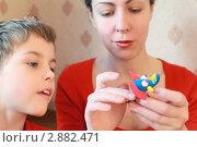 Купить «Мама с сыном лепят слона из пластилина», фото № 2882471, снято 23 января 2010 г. (c) Losevsky Pavel / Фотобанк Лори