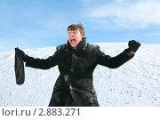 Купить «Эмоциональный мужчина с портфелем в снегу», фото № 2883271, снято 13 февраля 2010 г. (c) Losevsky Pavel / Фотобанк Лори