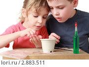 Купить «Дети с интересом занимаются творчеством», фото № 2883511, снято 14 марта 2010 г. (c) Losevsky Pavel / Фотобанк Лори