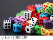 Множество разноцветных игральных кубиков. Стоковое фото, фотограф Losevsky Pavel / Фотобанк Лори