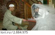Купить «Свадебная церемония крымских татар в мечети», видеоролик № 2884975, снято 18 октября 2011 г. (c) Владимир Никулин / Фотобанк Лори