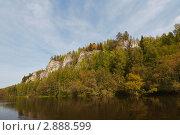 Река Вишера. скала Кушеровский Камень, Северный Урал, река Вишера (2011 год). Редакционное фото, фотограф Павел Спирин / Фотобанк Лори
