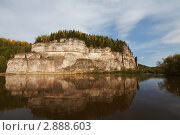 Камень Говорливый, Северный Урал, река Вишера (2011 год). Редакционное фото, фотограф Павел Спирин / Фотобанк Лори