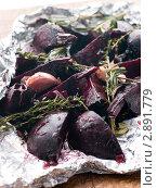 Купить «Тушеная свекла с чесноком, розмарином и бальзамическим уксусом», фото № 2891779, снято 27 июля 2007 г. (c) Monkey Business Images / Фотобанк Лори
