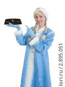 Купить «Улыбающаяся снегурочка показывает на часы. До Нового Года пять минут», фото № 2895051, снято 16 сентября 2011 г. (c) Сергей Дубров / Фотобанк Лори
