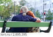 Купить «Пожилая пара сидит на лавочке», фото № 2895395, снято 20 мая 2019 г. (c) Marina Appel / Фотобанк Лори