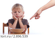 Купить «Девочка за столом над миской супа», фото № 2896539, снято 22 октября 2011 г. (c) Сергей Прищепа / Фотобанк Лори