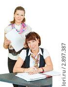 Купить «Две деловые женщины за столом», фото № 2897387, снято 21 октября 2011 г. (c) Типляшина Евгения / Фотобанк Лори