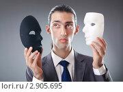 Купить «Бизнесмен с театральными масками», фото № 2905695, снято 7 сентября 2011 г. (c) Elnur / Фотобанк Лори
