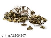Чайное ситечко с зеленым чаем чаем. Стоковое фото, фотограф Анастасия Мелешкина / Фотобанк Лори