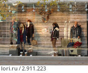 Купить «Витрина магазина», эксклюзивное фото № 2911223, снято 27 октября 2011 г. (c) Юлия Ухина / Фотобанк Лори
