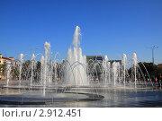 Купить «Фонтан на Театральной площади. Краснодар», эксклюзивное фото № 2912451, снято 29 октября 2011 г. (c) Дорощенко Элла / Фотобанк Лори