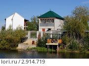 Дачный дом на берегу пруда. Стоковое фото, фотограф Валерий Кулешов / Фотобанк Лори