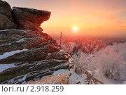 Купить «Зимний рассвет в Уральских горах», фото № 2918259, снято 22 января 2011 г. (c) Миронов Константин / Фотобанк Лори