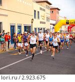 Купить «Старт марафонского забега, 30 октября 2011 года в Corralejo, Фуэртевентура, Испания», фото № 2923675, снято 30 октября 2011 г. (c) Tamara Kulikova / Фотобанк Лори