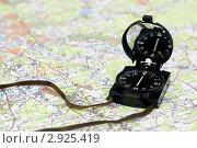 Купить «Компас на карте», фото № 2925419, снято 21 июня 2008 г. (c) Дмитрий Наумов / Фотобанк Лори
