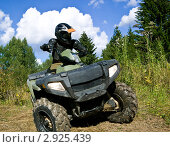 Купить «Спортсмен на квадроцикле», фото № 2925439, снято 16 августа 2005 г. (c) Дмитрий Наумов / Фотобанк Лори