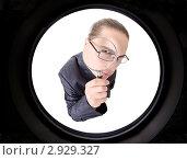 Купить «Мужчина с увеличительным стеклом», фото № 2929327, снято 23 октября 2011 г. (c) Алексей Сергеев / Фотобанк Лори