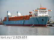 Грузовой корабль на реке Сайгон (2011 год). Редакционное фото, фотограф igor faustov / Фотобанк Лори
