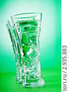 Купить «Вода со льдом в стаканах на зеленом фоне», фото № 2935883, снято 24 февраля 2011 г. (c) Elnur / Фотобанк Лори