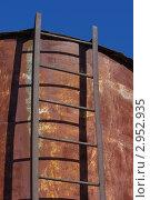 Старая ржавая металлическая лестница. Стоковое фото, фотограф Роман Угольков / Фотобанк Лори
