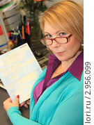 Купить «Бухгалтер с больничным листом в руках», фото № 2956099, снято 17 ноября 2011 г. (c) Надежда Глазова / Фотобанк Лори