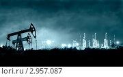 Купить «Панорама нефтеперерабатывающего завода ночью», фото № 2957087, снято 7 августа 2011 г. (c) bashta / Фотобанк Лори