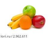 Купить «Яблоки, апельсины и бананы на белом фоне», фото № 2962611, снято 24 марта 2011 г. (c) Ласточкин Евгений / Фотобанк Лори