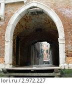 Купить «Италия. Венеция. Арка (вид с канала)», фото № 2972227, снято 12 февраля 2011 г. (c) Ирина / Фотобанк Лори